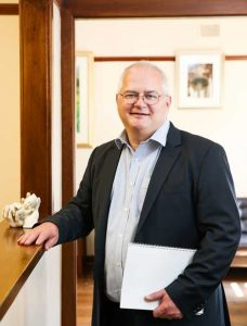 Dr-Anthony-Dilley,-Sydney-Childrens-surgery,-paediatric-surgeon-in-surgery